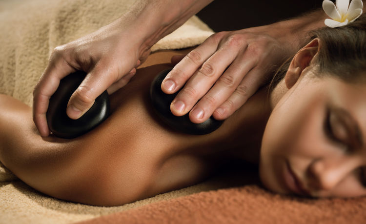 massage_bienfaits_pierre_chaude.jpg